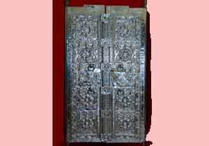 ചോറ്റാനിക്കര ഭഗവതിക്ഷേത്രത്തിലെ അഷ്ടദള വെള്ളി വാതിൽ സമർപ്പണം നാളെ