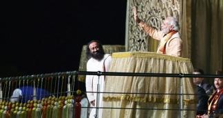 ശ്രീ ശ്രീ രവിശങ്കറും 'പാലം കടന്നപ്പോൾ കൂരായണ' തന്നെ; സംസ്കാരികോത്സവം കഴിഞ്ഞപ്പോൾ പിഴയടയ്ക്കാനില്ലെന്ന് ആർട് ഓഫ് ലിവിങ് സ്ഥാപകൻ; അടച്ച തുക നഷ്ടപരിഹാരമായി കണക്കാക്കിക്കോളാനും ഹരിത ട്രിബ്യൂണലിനോടു രവിശങ്കർ
