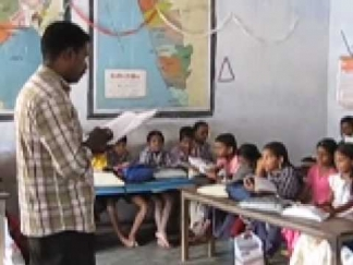 അദ്ധ്യാപക - വിദ്യാർത്ഥി അനുപാതം കുറച്ചിട്ടും 11 ജില്ലകളിലെ പുനർനിയമനം പൂർത്തിയായപ്പോൾ 2200 അദ്ധ്യാപകർക്ക് പണി പോയി; ഈ മാസം മുതൽ ഈ എയ്ഡഡ് അദ്ധ്യാപകർക്ക് ശമ്പളമില്ല
