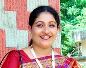 സിനിമാലയല്ല, സിനിമയുമല്ല; തെസ്നിഖാന്റെ ചാനൽ ജീവിതം ഇവിടെ വായിക്കാം