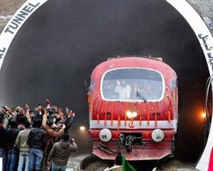 പതിനൊന്നു കിലോമീറ്റർ തുരങ്കത്തിലൂടെ യാത്ര; ഇന്ത്യയിലെ ഏറ്റവും വലിയ റെയിൽവേ തുരങ്കമായി പിർ-പഞ്ജൽ; കാശ്മീർ താഴ്വരയുടെ കവാടം