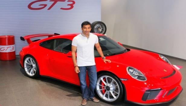 സ്വപ്ന സുന്ദരിയിൽ ചീറിപ്പായാൻ തയ്യാറെടുത്ത് ഇന്ത്യൻ ഫോർമുലാവൺ താരം; നരേൻ കാർത്തികേയൻ ഗാരേജിലെത്തിച്ചത് 2.31 കോടിയുടെ പോർഷെ 911 GT3 മോഡൽ