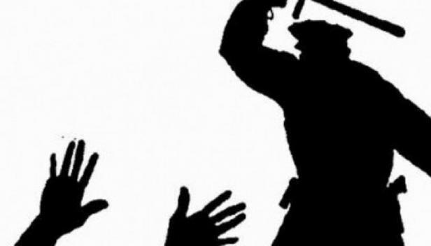 പൊലീസിൽ ജോലി കിട്ടിയാൽ എന്തുമാവാമെന്നോ? മഫ്തിയിലുള്ള പൊലീസ് സംഘം സഞ്ചരിച്ച സ്വകാര്യ കാറിൽ ബൈക്കിടിച്ച തർക്കത്തിന് യുവാവിന് ശിക്ഷ ക്രൂരമർദ്ദനം; ആലുവയിലെ സംഭവസ്ഥലത്തും എടത്തല സറ്റേഷനിലും യുവാവിനെ മർദ്ദിച്ചെന്ന് ആരോപണം; നാട്ടുകാർ ഇടപെട്ടതോടെ യുവാവിനെ ആശുപത്രിയിലാക്കി മുഖം രക്ഷിക്കാൻ എസ്ഐയും ഡ്രൈവറും