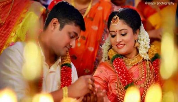 നടൻ സായ്കുമാറിന്റെ മകൾ വിവാഹിതയായി; കൊല്ലത്ത് നടന്ന വിവാഹ ചടങ്ങിൽ രാഷ്ട്രീയ സിനിമാ രംഗത്തെ പ്രമുഖർ പങ്കെടുത്തു