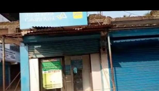 സംസ്ഥാനത്ത് വീണ്ടും എടിഎം കവർച്ചാ ശ്രമം; പാലക്കാട് കാനറാ ബാങ്കിന്റെ എടിഎം കല്ല് കൊണ്ട് ഇടിച്ചു തകർത്തെങ്കിലും പണം നഷ്ടമായില്ല