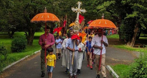 വാട്ടർഫോർഡ് സീറോ മലബാർ കാത്തലിക് ചർച്ച് പെരുന്നാൾ വർണ്ണാഭമായി