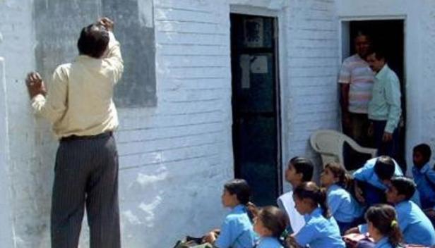 സ്കൂളുകളിൽ വിദ്യാർത്ഥിനികളെ പീഡനത്തിനിരയാക്കുന്നത് ചെറുപ്പക്കാരായ പുരുഷ അദ്ധ്യാപകർ; സർക്കാർ ഗേൾസ് സ്കൂളുകളിൽ ഇനിമുതൽ അദ്ധ്യാപികമാരെയും 50 വയസിന് മുകളിലുള്ള അദ്ധ്യാപകന്മാരെയും നിയമിക്കാനൊരുങ്ങി രാജസ്ഥാൻ സർക്കാർ