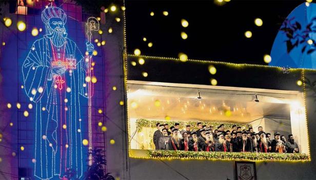 പരുമല തിരുമേനിയുടെ 117-ാം ഓർമപ്പെരുന്നാളിനോടനുബന്ധിച്ച് നടന്ന റാസയിൽ പങ്കെടുത്തത് നിരവധി വിശ്വാസികൾ; വിവിധ ഇടങ്ങളിൽ നിന്ന് തീർത്ഥാടകർ എത്തിയത് പദയാത്രയായി