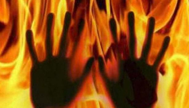 മദ്യലഹരിയിൽ കിടന്നുറങ്ങിയ ദമ്പതിമാർ തീപ്പൊള്ളലേറ്റ് മരിച്ചു; അപകടം കൊതുക് തിരിയിൽ നിന്നും തീ പടർന്ന്