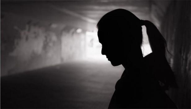 പതിനൊന്ന് വയസ്സുകാരിയെ കഴുത്ത് ഞെരിച്ച് കൊന്നത് പെറ്റമ്മ; സൂര്യയെ കൊലപ്പെടുത്തിയ ഷാലിയെ പൊലീസ് അറസ്റ്റ് ചെയ്തു