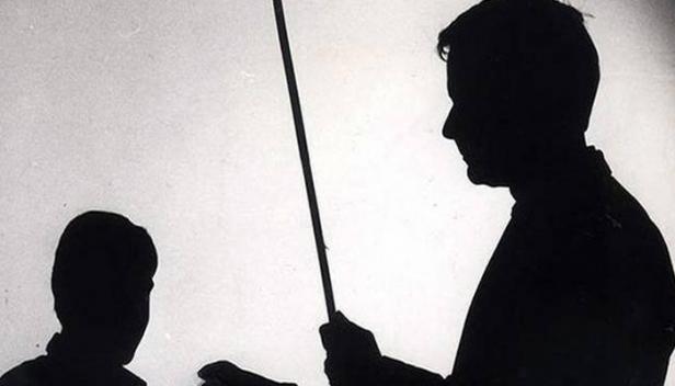 യോഗാക്ലാസിന് വരാൻ വൈകിയതിന് വിദ്യാർത്ഥികളെ പൊതിരെ തല്ലി: പ്രധാന അദ്ധ്യാപകനെതിരെ കേസ്