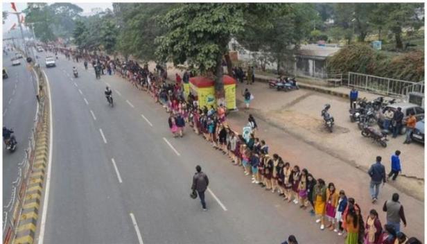 കൂറ്റൻ മനുഷ്യചങ്ങലയുമായി ബീഹാർ മുഖ്യമന്ത്രി നിതീഷ് കുമാർ; 18034 കിലോമീറ്റർ ദൂരത്തിൽ കണ്ണികളായത് 5.17 കോടി ആളുകൾ; ബീഹാറിൽ ശക്തിതെളിയിച്ച് ജെഡിയു
