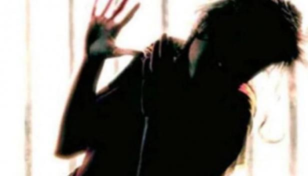 പതിവ് കൗൺസലിംഗിൽ പ്ലസ് വൺ വിദ്യാർത്ഥി എല്ലാം തുറന്നുപറഞ്ഞപ്പോൾ ഞെട്ടിയത് ചൈൽഡ് ലൈൻ പ്രവർത്തകർ; തന്നെ കാടാമ്പുഴയിൽ വച്ച് 16 പേർ  പ്രകൃതി വിരുദ്ധ പീഡനത്തിന് ഇരയാക്കിയെന്ന് വെളിപ്പെടുത്തൽ; സംഭവത്തിൽ ഏഴുപേർ അറസ്റ്റിൽ