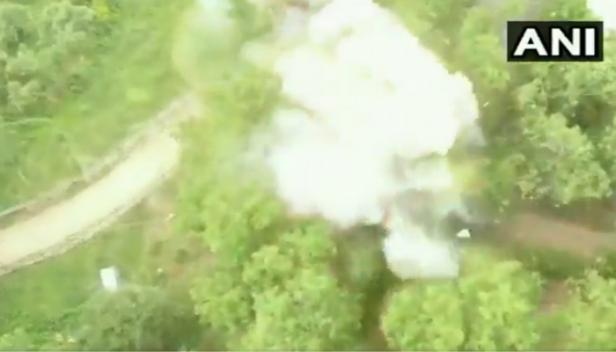 തക്ക സമയത്ത് സൈന്യം ഇടപെട്ടില്ലായിരുന്നെങ്കിൽ ഇന്നത്തെ ദിവസം ഇന്ത്യൻ ചരിത്രതത്തിലെ മറ്റൊരു കരിദിനമായേനെ; പുൽവാമയിൽ സൈന്യത്തിന്റെ ഇടപെടലിൽ നിർവീര്യമായത് വൻ നാശനഷ്ടം ഉണ്ടാക്കുമായിരുന്ന ഐഇഡി സ്ഫോടനം: ബാരിക്കേഡ് തകർത്ത് സ്ഫോടകവസ്തുവായ ഐഇഡിയുമായി പോയ കാർ പിടിച്ചെടുത്തത് വെടിവെയ്പ്പിലൂടെ