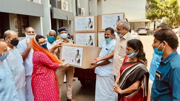 ഇന്ത്യൻ ഓവർസീസ് കോൺഗ്രസ്സ് ബഹ്റൈൻ കമ്മിറ്റി രാഹുൽ ഗാന്ധിയുടെ മണ്ഡലമായ വയനാട് 500 പിപി കിറ്റുകൾ വിതരണം ചെയ്തു