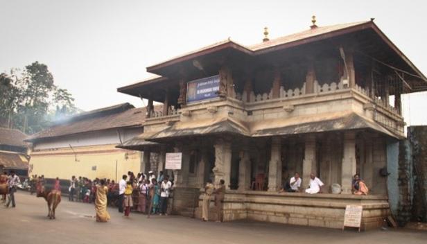 കൊല്ലൂർ മൂകാംബിക ക്ഷേത്രം ഭക്തർക്കായി തുറന്നു; ഭക്തരെ അകത്തേക്ക് പ്രവേശിപ്പിക്കുക ശരീരോഷ്മാവ് പരിശോധിച്ച ശേഷം