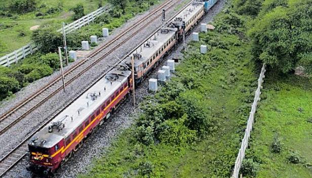 2.8 കിലോമീറ്റർ നീളവും 251 വാഗണുകളും; ഇന്ത്യൻ റെയിൽവേ ചരിത്രത്തിലെ ഏറ്റവും നീളമേറിയ ചരക്കു ട്രെയിൻ 'ശേഷ് നാഗ്' ഓടിത്തുടങ്ങി
