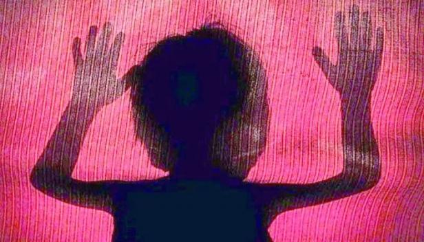 ആറ് വയസുകാരിയെ ബലാത്സംഗം ചെയ്തുകൊലപ്പെടുത്തിയശേഷം കത്തിച്ചു; യുവാവും മുത്തച്ഛനും അറസ്റ്റിൽ