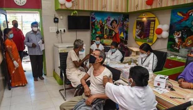 കോവിഡ് വാക്സിൻ നിർമ്മാണം വർധിപ്പിക്കും;  കമ്പനികൾക്ക് 4500 കോടി കേന്ദ്രസർക്കാർ അനുവദിക്കും
