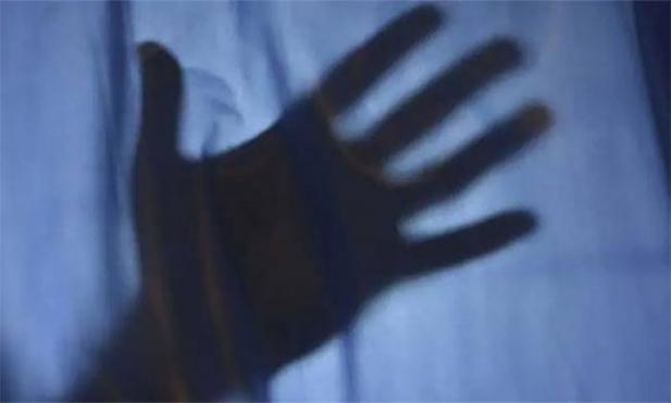 കോവിഡ് രോഗിയായ വീട്ടമ്മ പുരുഷ നഴ്സിന്റെ പീഡനത്തെ തുടർന്ന് മരിച്ചു; സംഭവത്തിന്റെ ചുരുളഴിഞ്ഞത് ഡോക്ടറുടെ മൊഴിയിലൂടെ