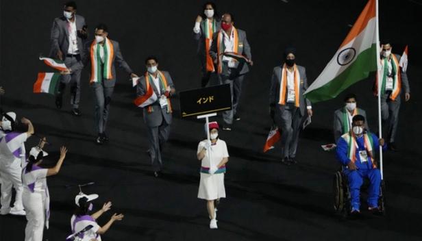 'ഒളിമ്പിക്സ് ലഹരിയിൽ' വീണ്ടും ടോക്യോ; പാരാലിംപിക്സിന് തിരി തെളിഞ്ഞു; ഇന്ത്യൻ പതാകവാഹകനായി തേക് ചന്ദ്; രാജ്യത്തെ പ്രതിനിധീകരിക്കുക 54 താരങ്ങൾ; ആശംസകൾ നേർന്ന് പ്രധാനമന്ത്രി