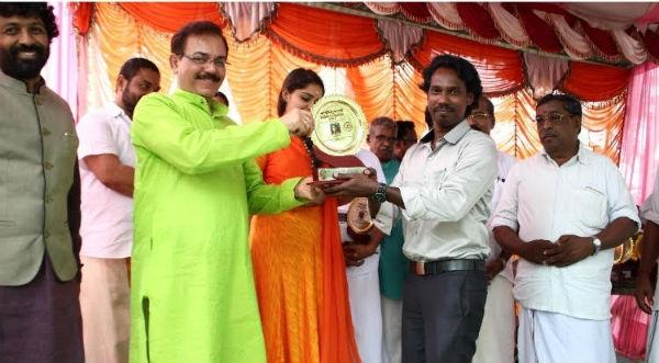 മെൽബണിൽ താമസിക്കുന്ന മലയാളി ലെനീഷ് ജോണിന് യോഗാചാര്യപുരസ്കാര അവാർഡ്